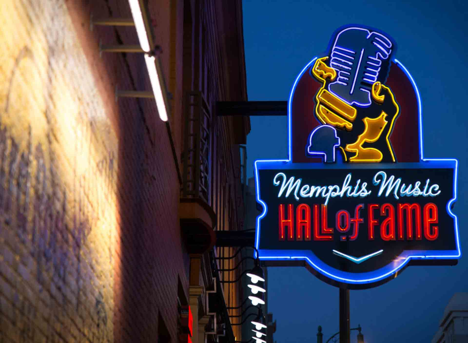 "Bobby ""Blue"" Bland is honored at thMemphis Music Hall of Fame"